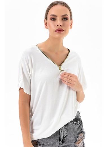 Emjey Yakası Yarım Fermuarlı T-Shirt Beyaz
